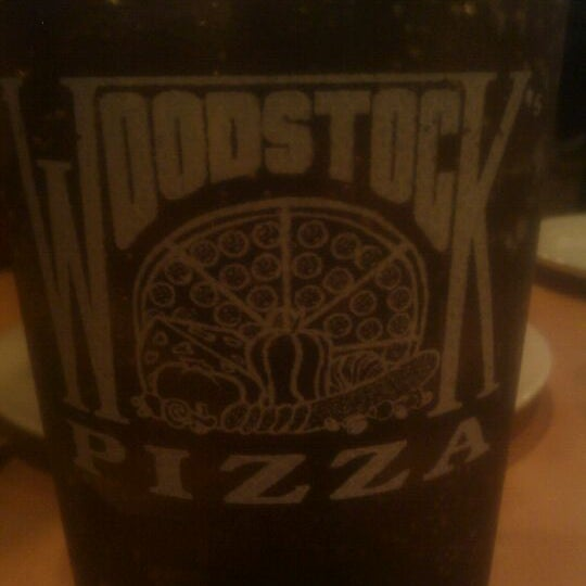 Foto diambil di Woodstock's Pizza oleh Chris pada 9/1/2011