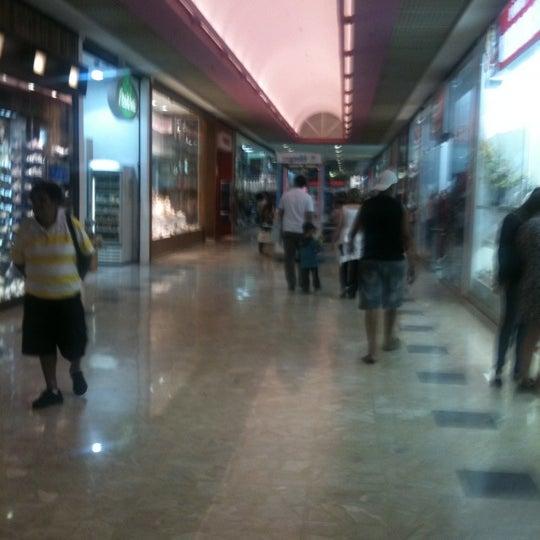 10/2/2011 tarihinde Jeff N.ziyaretçi tarafından Shopping Center Penha'de çekilen fotoğraf