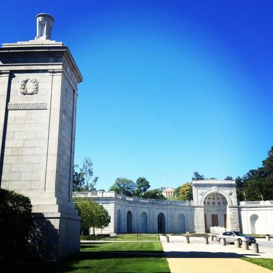 Foto tirada no(a) Arlington National Cemetery por Hal S. em 9/9/2012