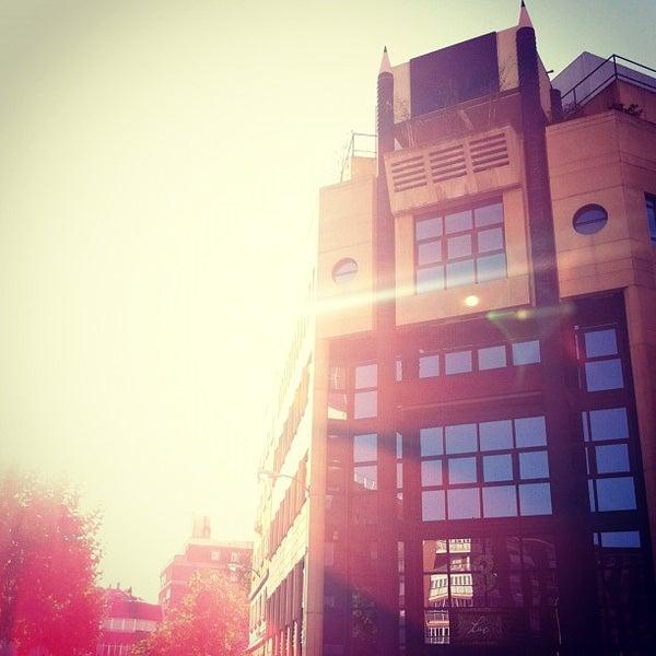10/30/2011 tarihinde Fred B.ziyaretçi tarafından Leo Burnett Madrid'de çekilen fotoğraf