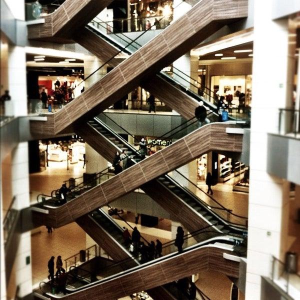 Foto scattata a Costanera Center da Lucas M. il 8/17/2012