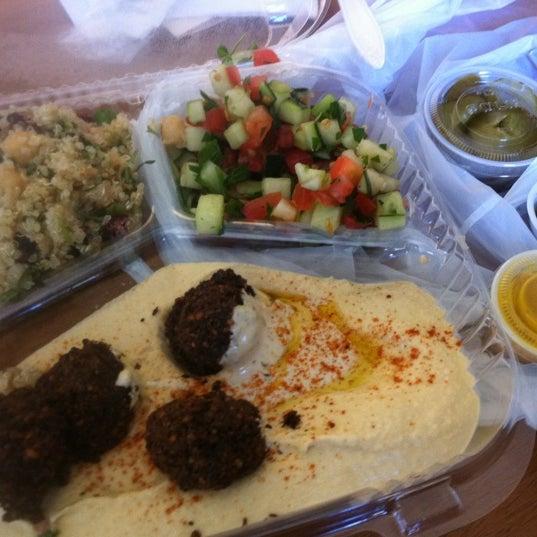 8/29/2012 tarihinde Michelle P.ziyaretçi tarafından Taïm Mobile Falafel & Smoothie Truck'de çekilen fotoğraf