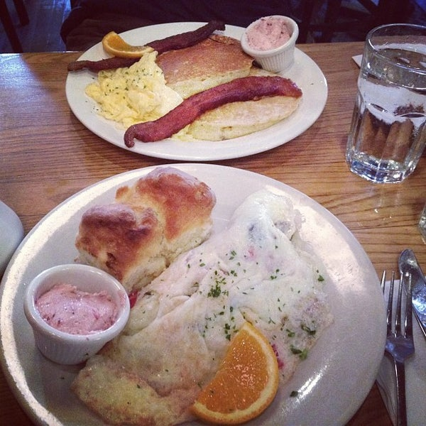 7/24/2012 tarihinde Krysta T.ziyaretçi tarafından Good Enough to Eat'de çekilen fotoğraf