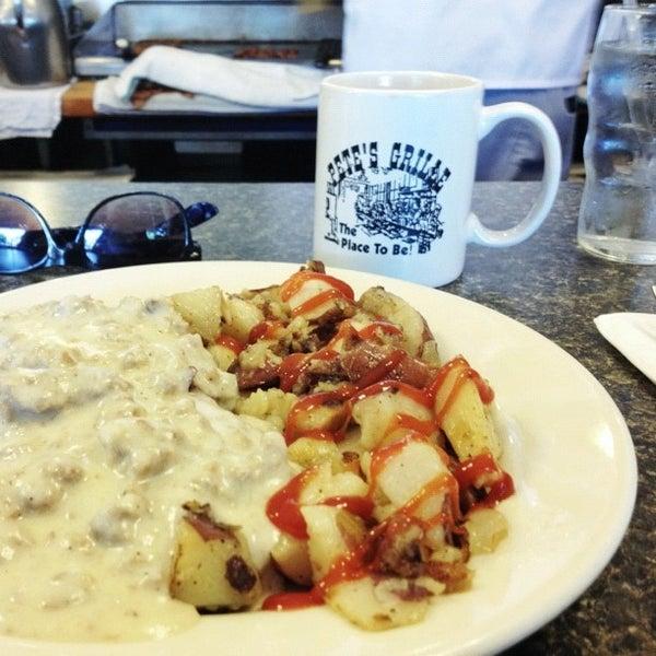 Foto tirada no(a) Pete's Grille por Josh F. em 5/19/2012