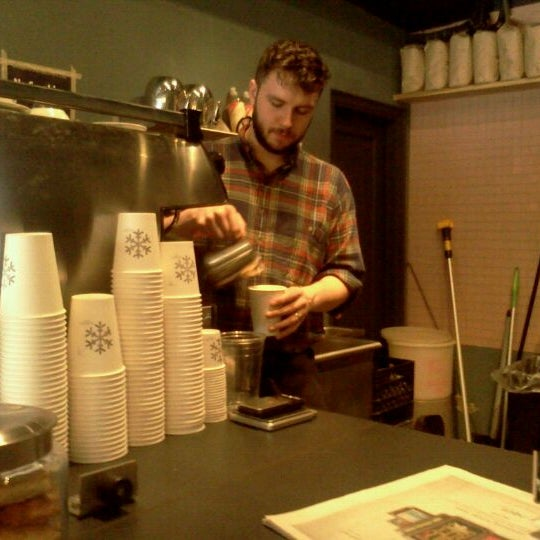 Foto tirada no(a) Ports Coffee & Tea Co. por Christopher T. em 12/10/2011