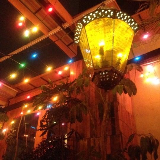 Estuve en la terraza ahi se puede fumar es como bar. La comida rica pero muy caro para mi gusto.