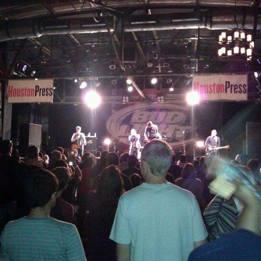 รูปภาพถ่ายที่ Warehouse Live โดย Jarod F. เมื่อ 11/13/2011