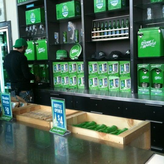 4/23/2011 tarihinde Madalena P.ziyaretçi tarafından Steam Whistle Brewing'de çekilen fotoğraf