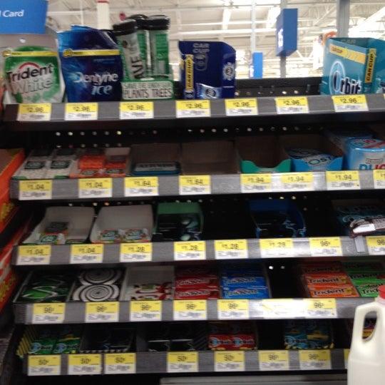 Das Foto wurde bei Walmart von Marilyn S. am 8/6/2012 aufgenommen
