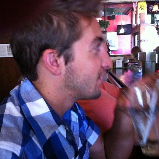 Foto tirada no(a) Four Farthings Tavern & Grill por Char H. em 7/4/2011
