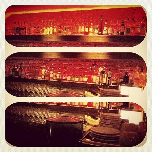 รูปภาพถ่ายที่ Oola Restaurant & Bar โดย Zach R. เมื่อ 11/5/2011