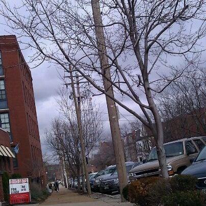 Foto diambil di Eleven Eleven oleh Chelly pada 12/21/2011