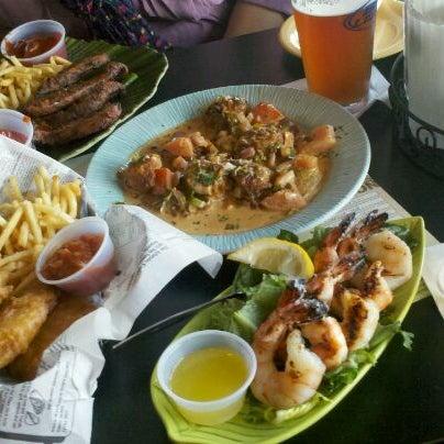 Foto tomada en Cabanas Beach Bar and Grill por Stephanie H. el 4/25/2012