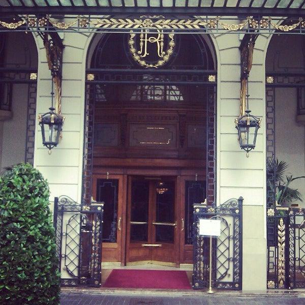 Foto tirada no(a) El Palace Hotel Barcelona por Simon H. em 5/12/2012