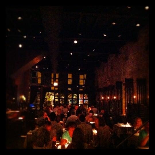 Foto diambil di Vivo Restaurant oleh Kat pada 7/22/2012