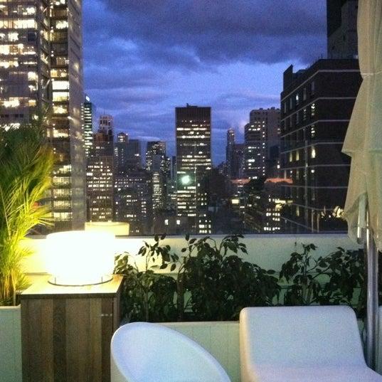 Снимок сделан в Sky Room пользователем Cher O. 10/20/2011