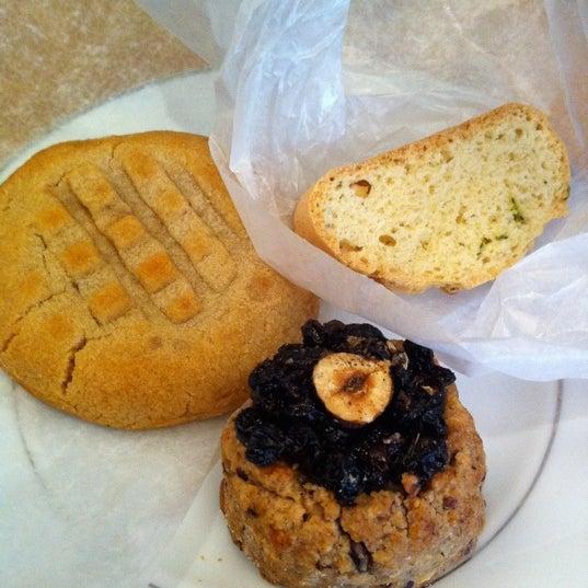 Foto tirada no(a) Ports Coffee & Tea Co. por Helen L. em 10/22/2011