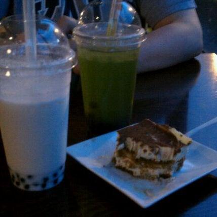 Foto diambil di Tea Leaf Cafe oleh Kristen S. pada 5/26/2011