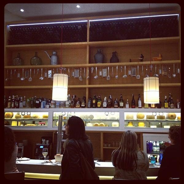 Foto scattata a Poncelet Cheese Bar da Eduardo S. il 3/17/2012