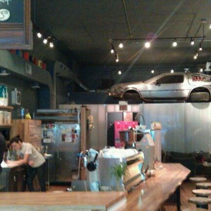 5/12/2012에 Aaron C.님이 The Wormhole Coffee에서 찍은 사진