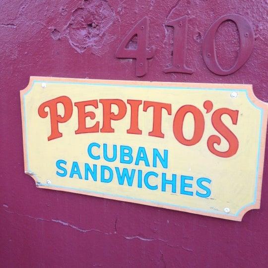 รูปภาพถ่ายที่ El Meson de Pepe Restaurant & Bar โดย Ruben G. เมื่อ 11/5/2011