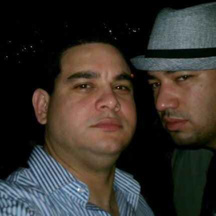 รูปภาพถ่ายที่ Tantra Lounge โดย Edgar L. เมื่อ 9/4/2011