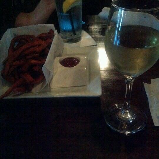 8/14/2012 tarihinde Dani A.ziyaretçi tarafından Urban Eatery'de çekilen fotoğraf