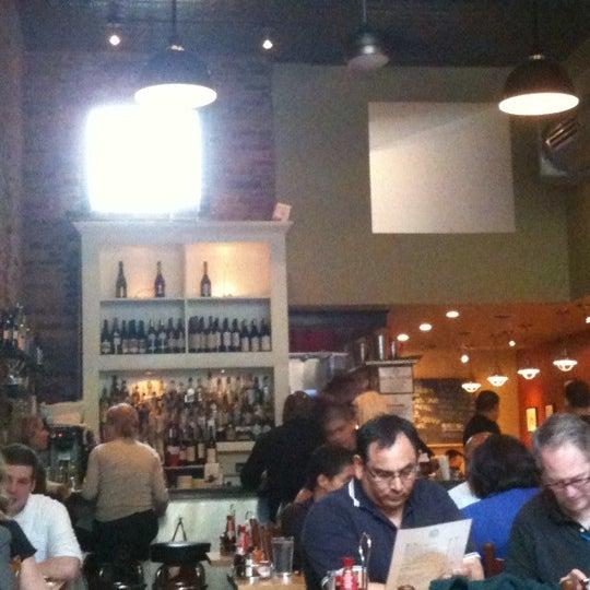 Foto scattata a Hank's Oyster Bar da Justin T. il 4/19/2011