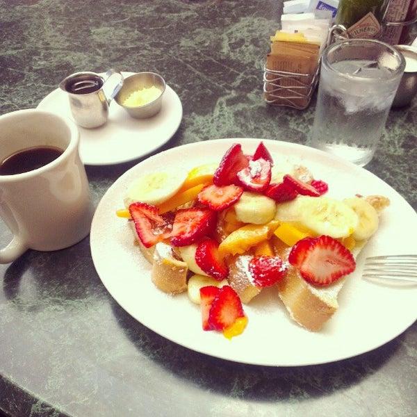 8/28/2012 tarihinde Ahmedziyaretçi tarafından Plums Cafe and Catering'de çekilen fotoğraf