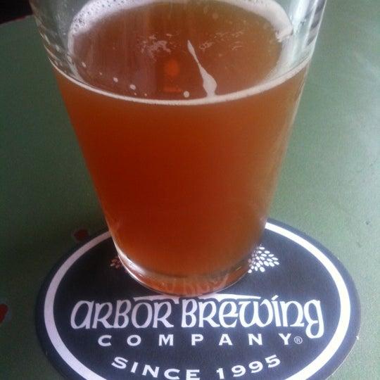 Foto tomada en Arbor Brewing Company por Kevin S. el 7/17/2012