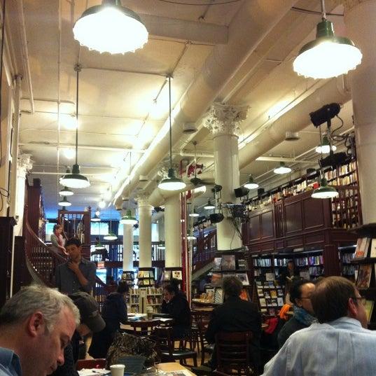 2/25/2012 tarihinde Ahrang Y.ziyaretçi tarafından Housing Works Bookstore Cafe'de çekilen fotoğraf