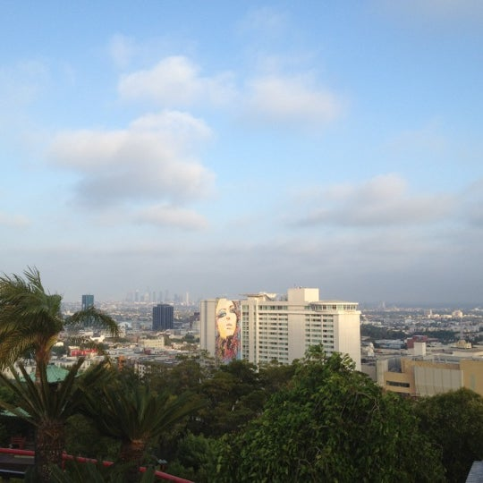 Foto scattata a Yamashiro Hollywood da Ryan N. il 7/4/2012