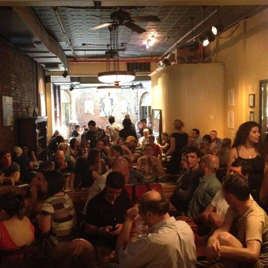 รูปภาพถ่ายที่ Cupping Room Cafe โดย T.H. Royce P. เมื่อ 7/1/2012