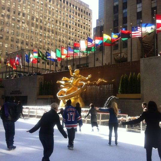Das Foto wurde bei The Rink at Rockefeller Center von Jeong K. am 3/11/2012 aufgenommen