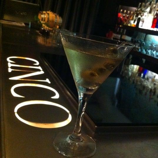 Foto scattata a CINCO Lounge da Jamile F. il 6/3/2012