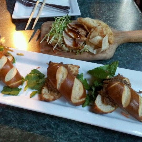 Foto diambil di Subeez Cafe Restaurant Bar oleh Lydia C. pada 5/25/2012