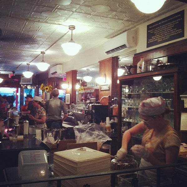 Foto scattata a Brooklyn Farmacy & Soda Fountain da Michael L. il 6/10/2012