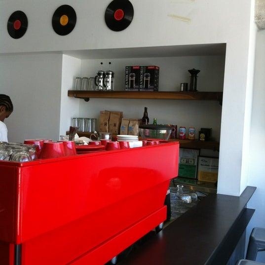 Das Foto wurde bei Elite Audio Coffee Bar von Govind K. am 6/26/2012 aufgenommen