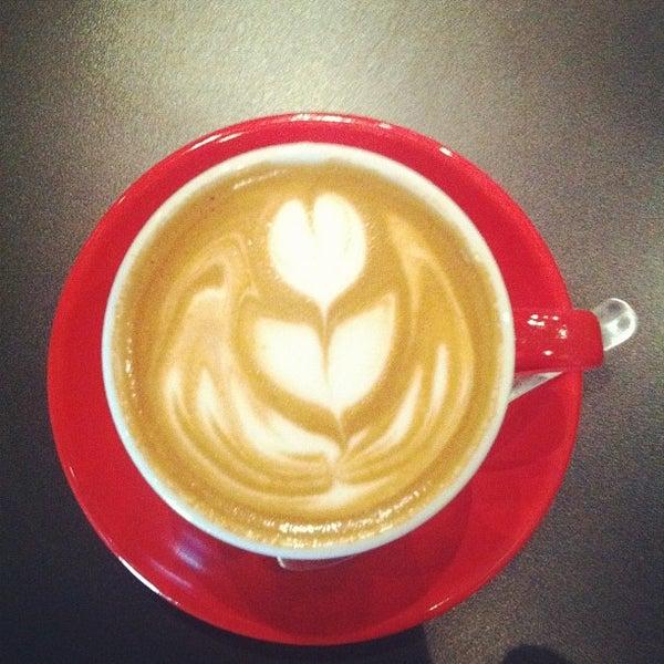 Foto tomada en Ports Coffee & Tea Co. por Thomas D. el 2/28/2012