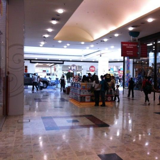 Das Foto wurde bei Grand Plaza Shopping von Marcos T. am 8/4/2012 aufgenommen