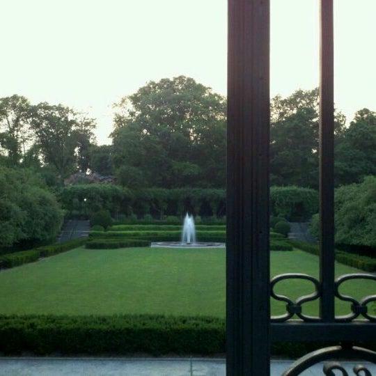 Foto scattata a Conservatory Garden da Ben G. il 7/12/2011