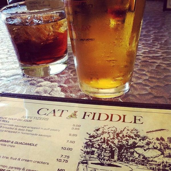 รูปภาพถ่ายที่ The Cat & Fiddle โดย Carol O. เมื่อ 6/3/2012