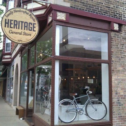 รูปภาพถ่ายที่ Heritage Bicycles โดย Todor K. เมื่อ 5/12/2012