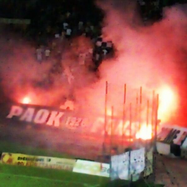 รูปภาพถ่ายที่ Toumba Stadium โดย Kyriakos K. เมื่อ 7/26/2012