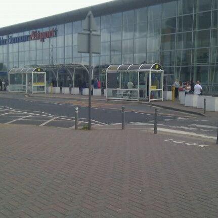 รูปภาพถ่ายที่ Liverpool John Lennon Airport (LPL) โดย Alex G. เมื่อ 9/9/2011