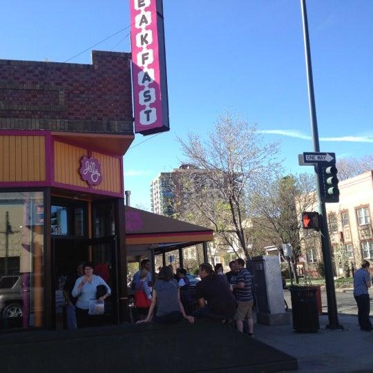 รูปภาพถ่ายที่ Jelly Cafe โดย Tim J. เมื่อ 4/1/2012