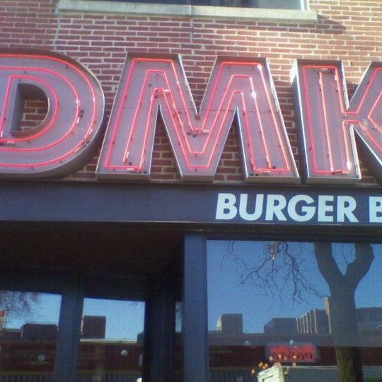 Foto tirada no(a) DMK Burger Bar por Chad C. em 1/10/2012