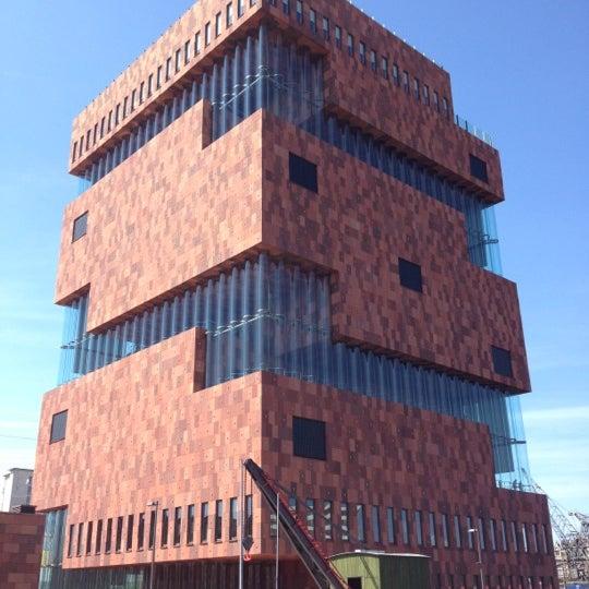 Foto tirada no(a) MAS | Museum aan de Stroom por Alex K. em 5/27/2012