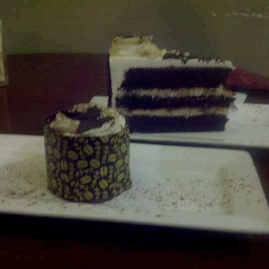Foto tomada en Heaven Sent Desserts por Christian M. el 11/19/2011
