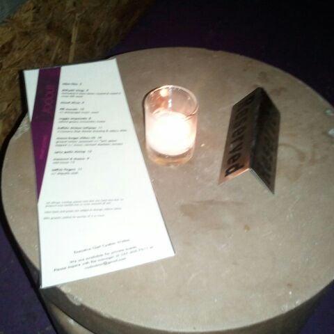 Das Foto wurde bei Vodou Bar von Ashlei D. am 1/21/2012 aufgenommen